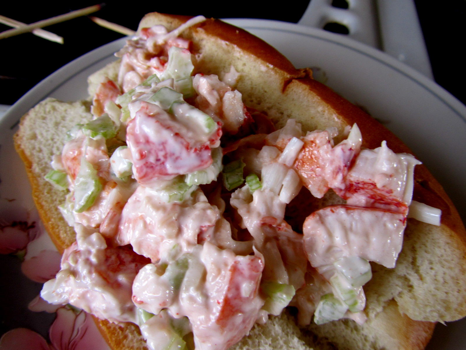 New England Lobster Rolls | Sweet Life Laur